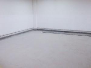 Sebelum pelapian fiberglass lantai beton