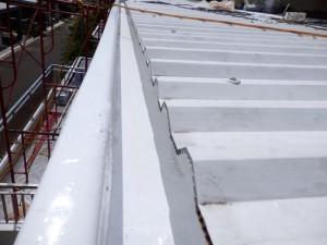 Talang air fiberglass terbuat dari bahan komposit seperti resin dan matt sehingga kuat dan kokoh.
