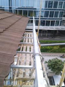 Bracket talang galvanise terpasang untuk support talang air Fiberglass
