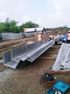 Talang air fiberglass siap di pasang di pabrik Surya Toto
