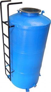 Tangki fiberglass kapasitas besar dengan tangga besi , bergaransi 10 tahun tidak bocor