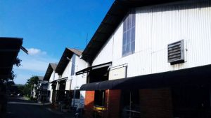 Hasil pemasangan clading pada pabrik untuk hemat biaya listrik