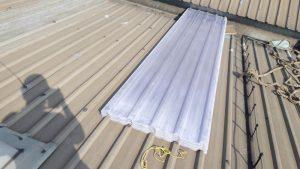 Atap fiberglass sebelum pasang di proyek