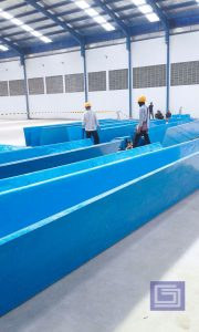 Talang fiberglass berwarna biru tua tebal 3mm tiba di proyek siap pasang