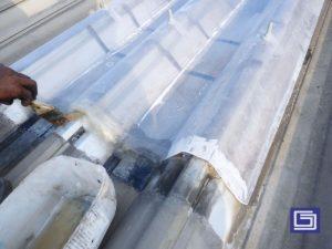 Ujung atap bisa dilpis fiberglass sehingga tidak ada celah antar sambungan