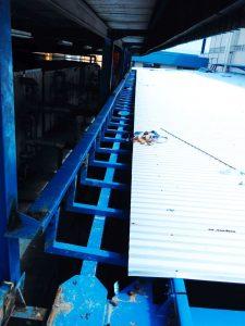 Bracket talang di proyek sebelum pemasangan talang fiberglass