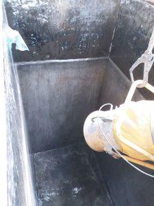 Tembok beton rata dan rapi sebelum pelapisan fiberglass tahan asam kimia
