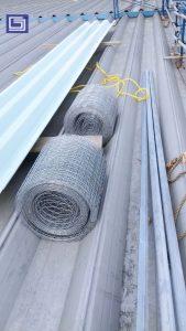 Siapkan wiremess dan besi siku dan atap fibre deluxe untuk pemasangan atap fiberglass.