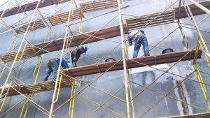 Pelapisan fiberglass untuk menjaga kondisi tembok tetap optimal sehingga bisa tahan rembesan air hujan dan cuaca buruk.
