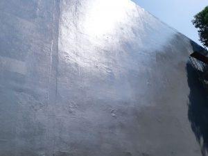 Hasil pelapisan fiberglass kepada dinding tembok pabrik sehingga kelihatan rapi dan kokoh.