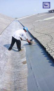 Proses aplikasi top coating tahan uv sinar matahari.