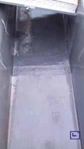 Pemasangan sambungan talang fiberglass dengan cara tumpang tindih sekitar 15 centimeter dan di laminasi fiberglass sehingga rapi dan tidak bocor .