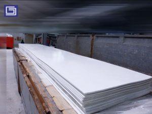 Flat sheet fiberglass untuk cladding pabrik atau gudang. Ukuran flat sheet bisa dicustom.