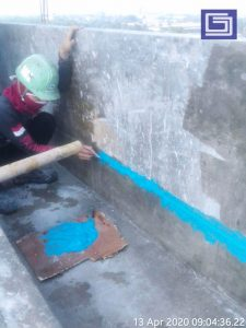Tali air beton ditutup kembali dengan dempul sehingga rapi.