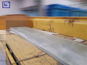 Plat rata bening fiberglass