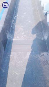 Sambungan talang air fiberglass yang sesuah aplikasi top coating anti-uv rapi dan tahan keropos.