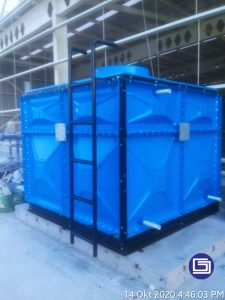Tangki knockdown panel fiberglass terpasang dipabrik daerah Semarang.