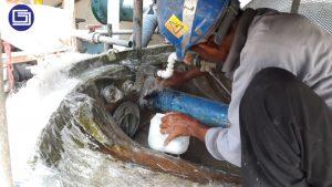 Pekerjaan coating mencegah rembesan kepada bak cooling tower sehingga permukaan bak bisa rapi dan tanpa bocor.