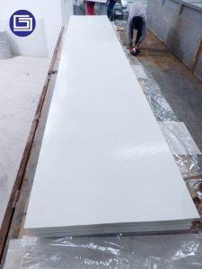 Plat flat sheet fiberglass berwarna putih. Panjang plat atau atap bergelombang bisa custom.