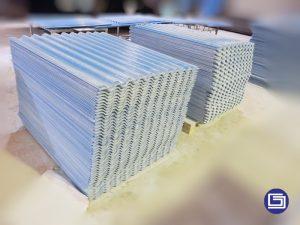 Atap fiberglass bergelombang warna biru,