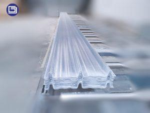 Skyroof fiberglass tipe kliplock 406 , maximal panjang atap sehingga 12 meter.
