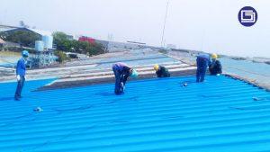 Menerima pesanan untuk jasa pasang atau bongkar pasang atap lama di proyek.