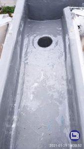 Pemasangan corong air fiberglass di proyek.